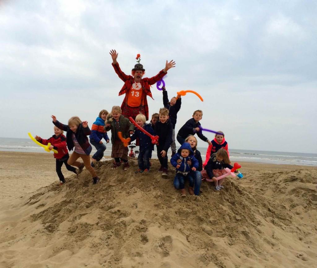 clown snorre familiefeest verjaardagsfeest strandtent de zeester katwijk aan zee 01